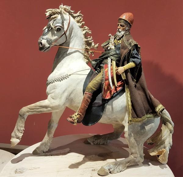 König reitend auf Pferd Qual. Particolare