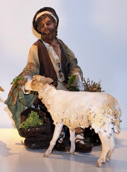 Hirte sitzend Schaf fütternd Super