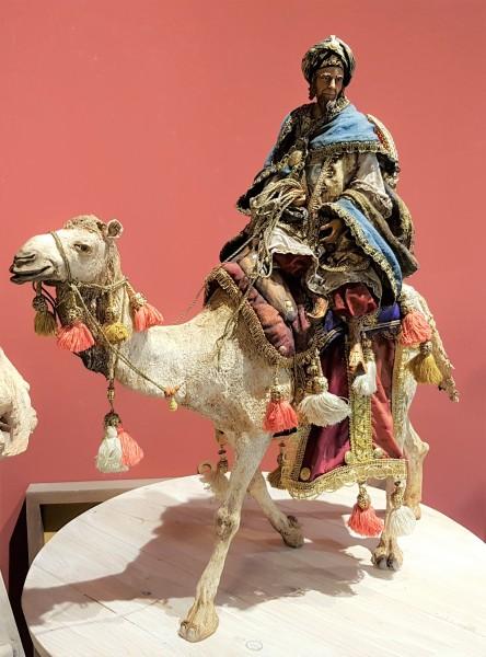 König reitend auf Kamel Particolare